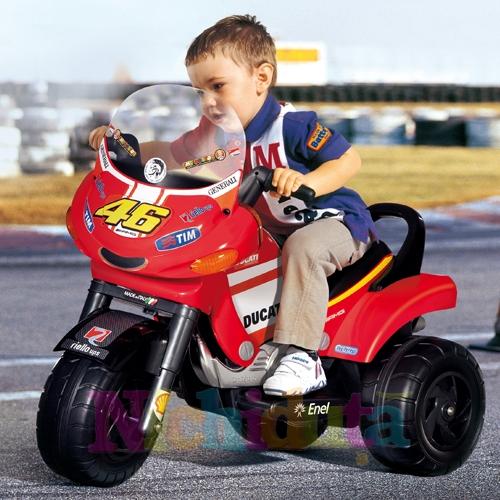 Motocicleta Ducati Desmosedici V. Rosii
