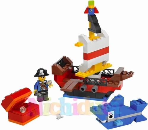 SET PIRATI din seria LEGO BRICKSMORE.