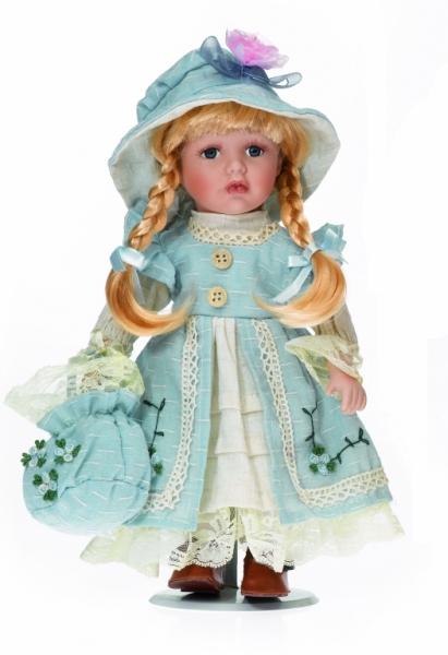 Fetita blonda cu codite impletite - 7002
