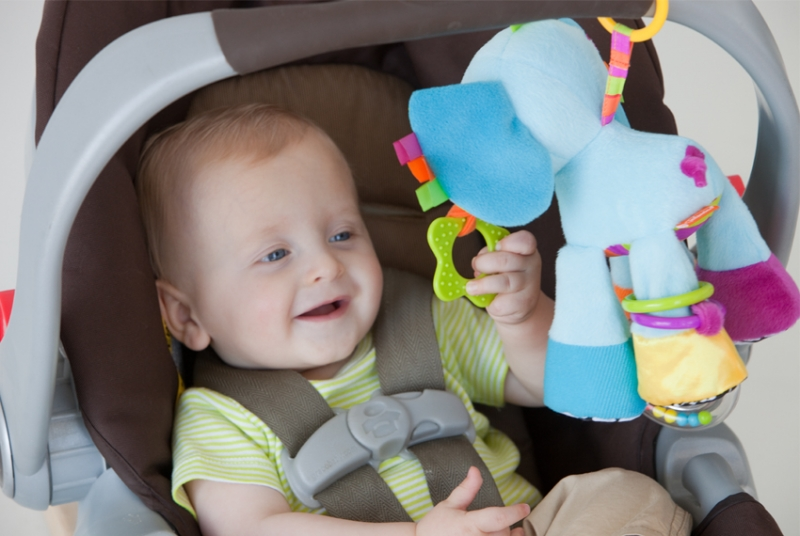 Elefantul Peanut cu multe activitati Infantino