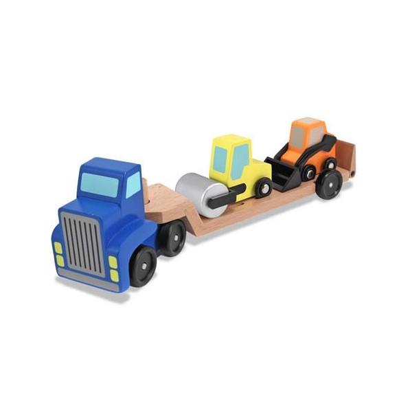 Camion transportor cu platforma cu utilaje de constructii