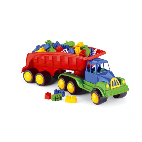 Camion cu remorca si 82 de cuburi