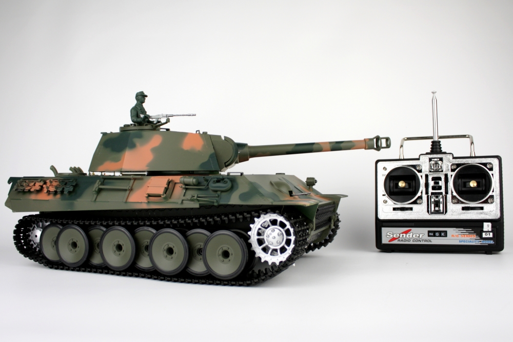 Tanc German Panther, trage cu bile Airsoft si scoate FUM