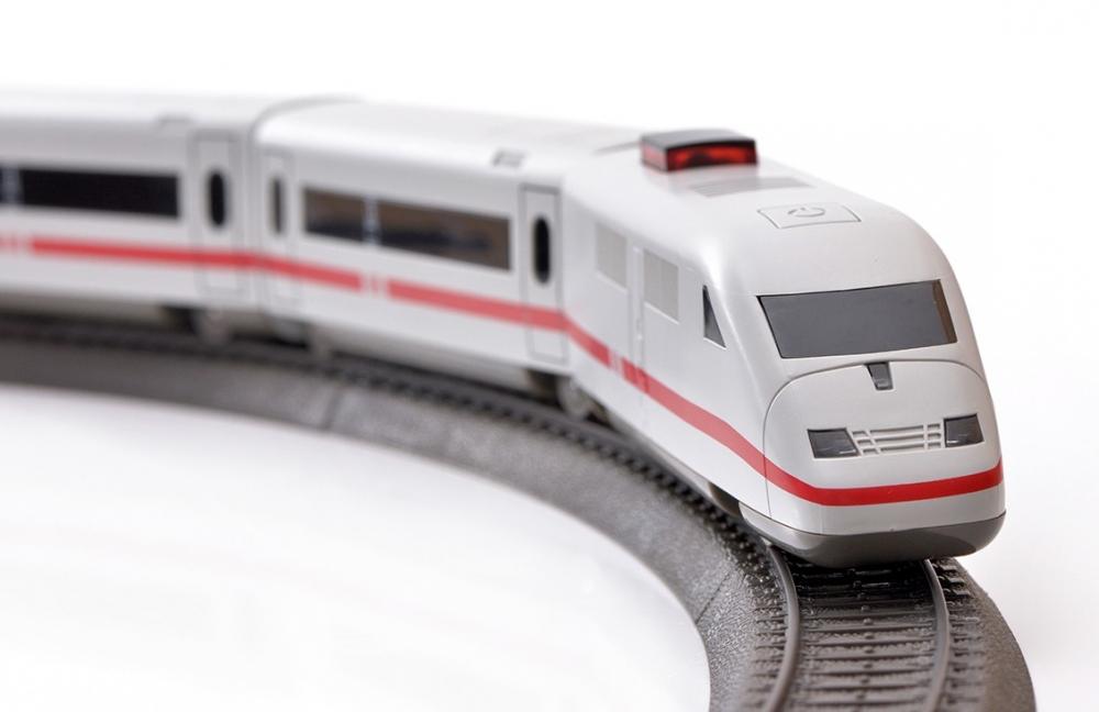 Tren de calatori cu telecomanda ICE