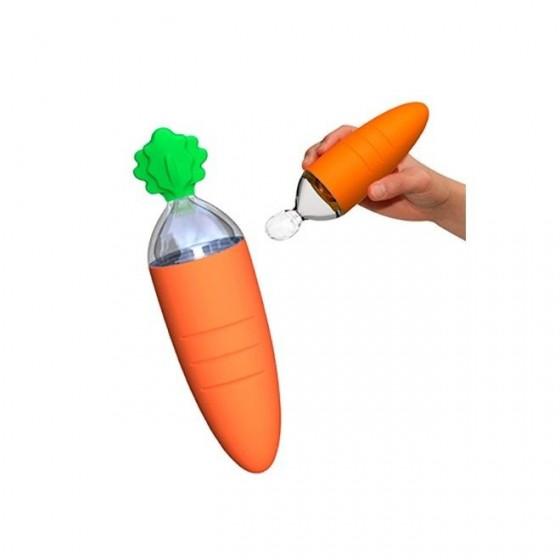 Lingurita speciala cu spatiu pentru depozitare mancare BO Jungle pentru bebelusi in forma de morcov