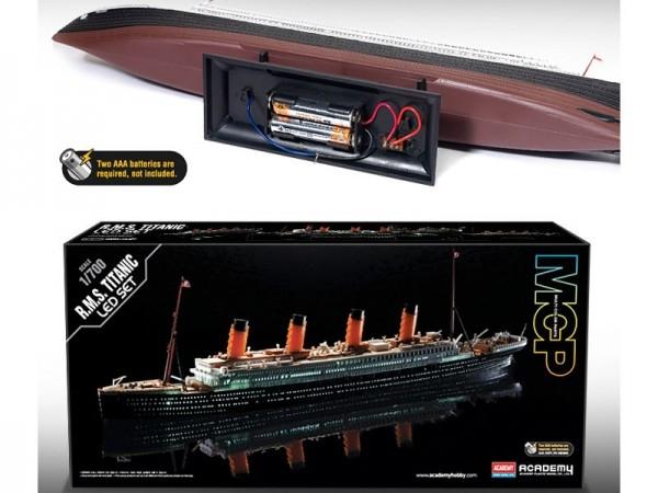 Kit constructie RMS Titanic scara 1700 colorat si cu leduri lumina