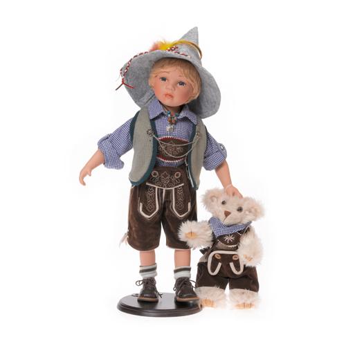 Baietelul Bertl din portelan cu ursulet