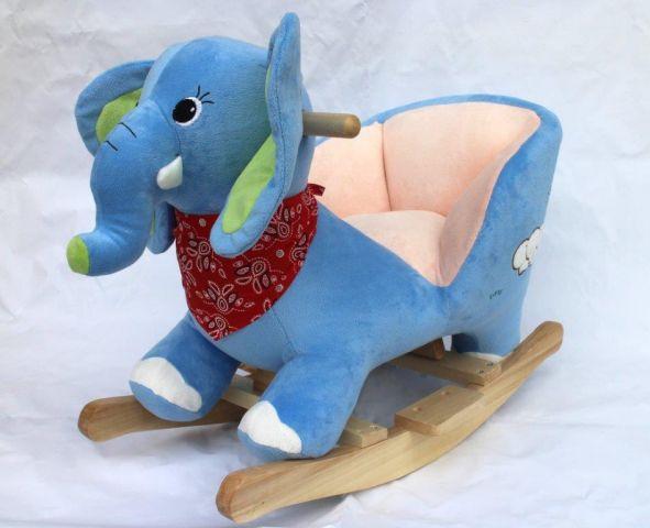 Elefantel balansoar cu muzica