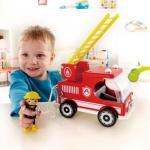 Masina de pompieri si figurina