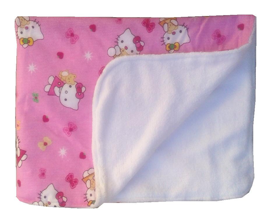 Paturica dubla pufoasa Hello Kitty din categoria Camera copilului de la DESEDA