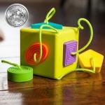 Sortator de forme pentru bebelusi OombeeCube Fat Brain Toys