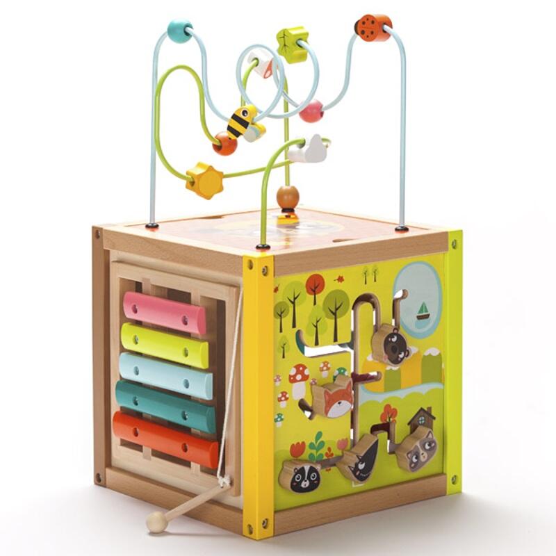 Cub gigant din lemn cu activitati educative
