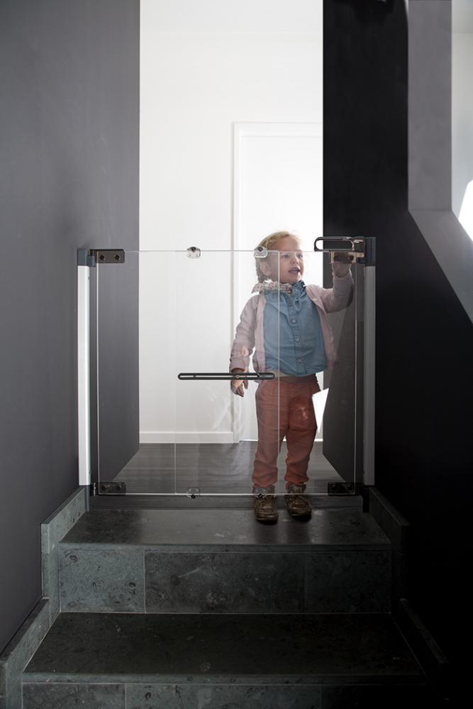 Poarta de siguranta premium pentru scara plexi silver 74-100cm
