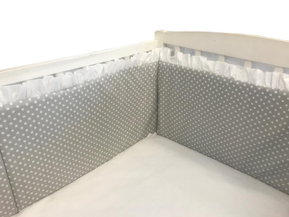 Aparatori laterale cu volanase si buline 140×70 h30 cm gri din categoria Camera copilului de la DESEDA