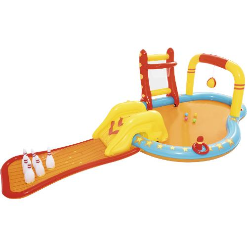 Loc de joaca cu piscina gonflabila