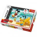 Puzzle Trefl 30 Mickey si Pluto pe plaja