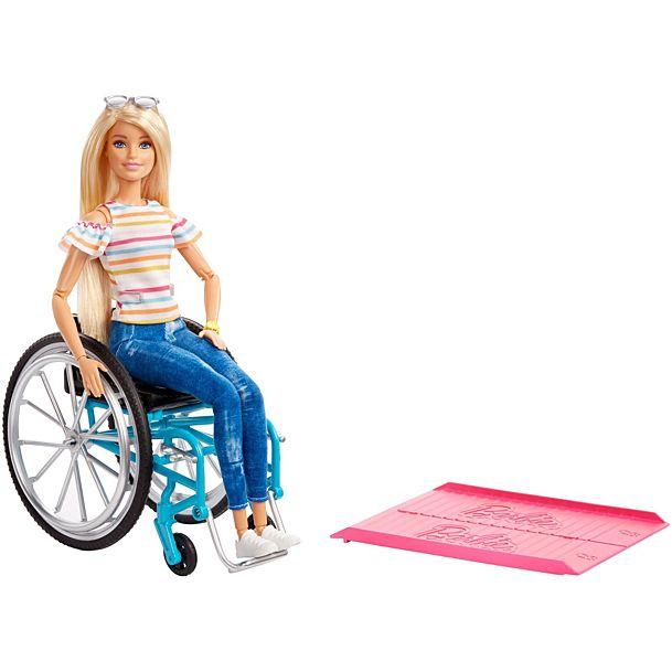 Papusa Barbie Fashionista in scaun cu rotile