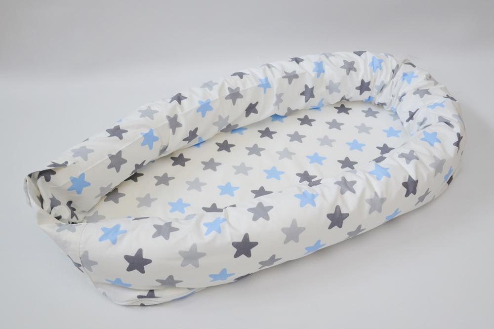 Baby nest 0-8 luni 3 in 1 culcus, protectie patut si saltea Stele bleu si gri din categoria Camera copilului de la Joli Bebe