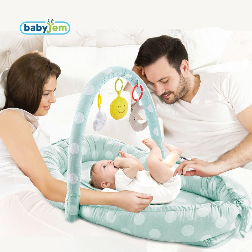 Salteluta Baby Nest cu bara jucarii Between parents Mint Dots