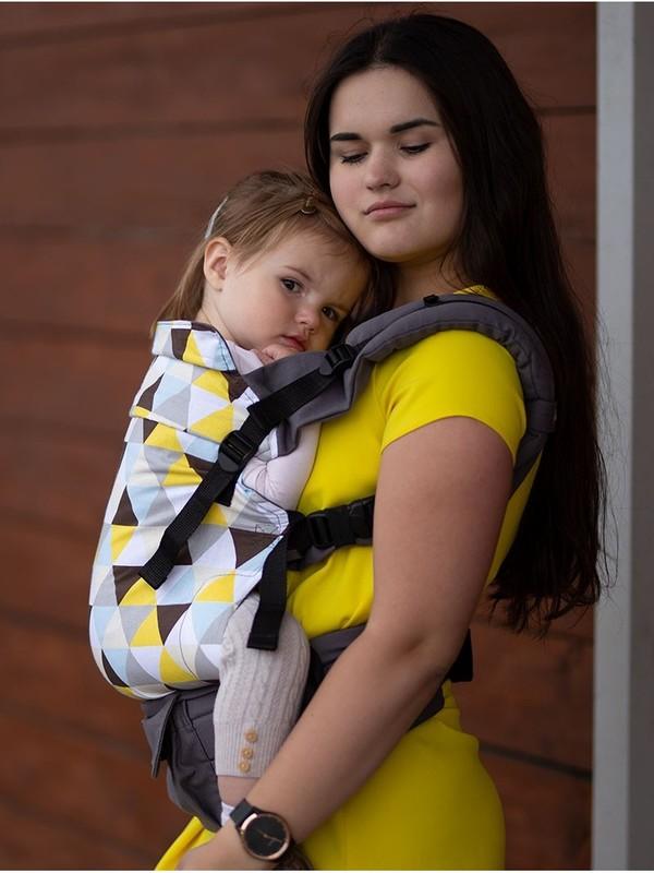 Marsupiu ergonomic Kinder Hop Multi Grow Yellow Triangles