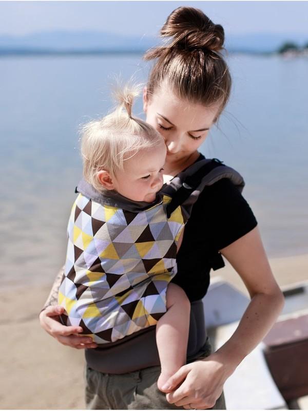 Marsupiu ergonomic cu 2 pozitii de transport Kinder Hop Basic Yellow Triangles