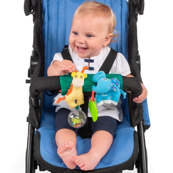 Jucarie Chicco pentru carucior La plimbare cu Gilby si Eli 6-36 luni