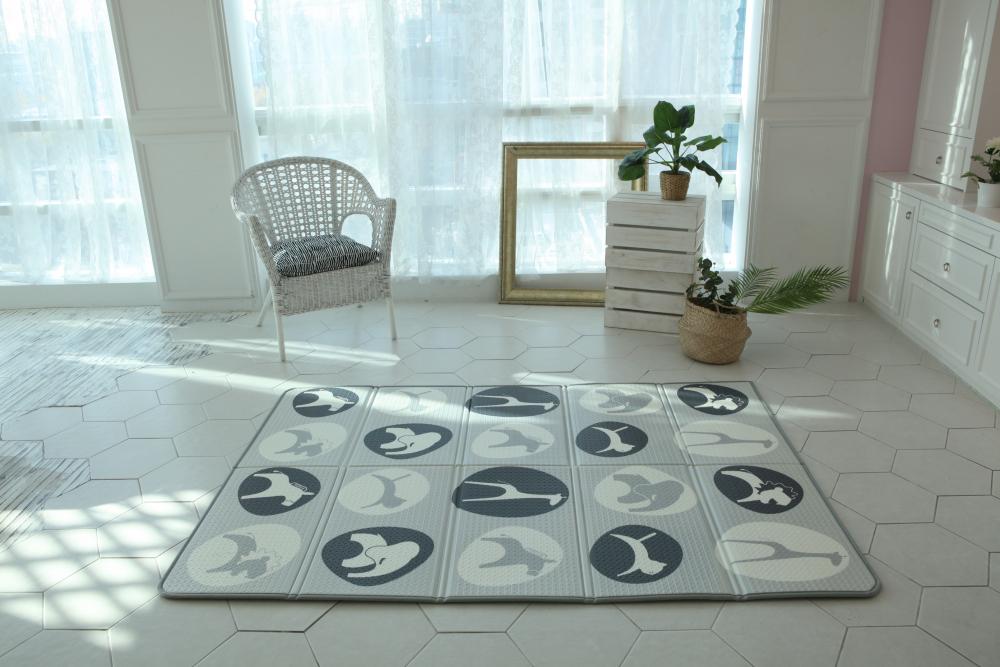 Saltea Sobble Black and White Animals pliabila 1.4m 100 sigura eco-friendly GriAlb imagine