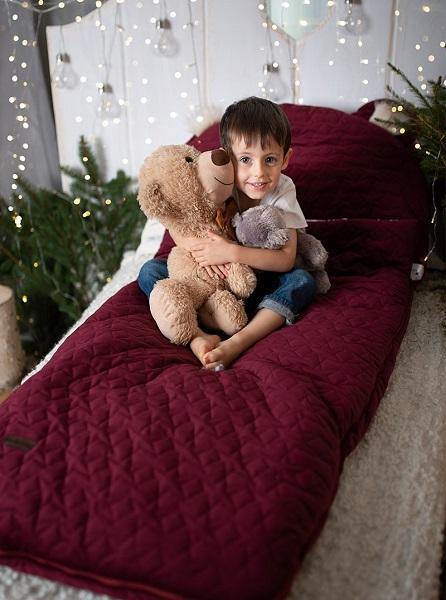 Sac de dormit Dream Catcher transformabil in salteluta Maroon Stars 120x60cm