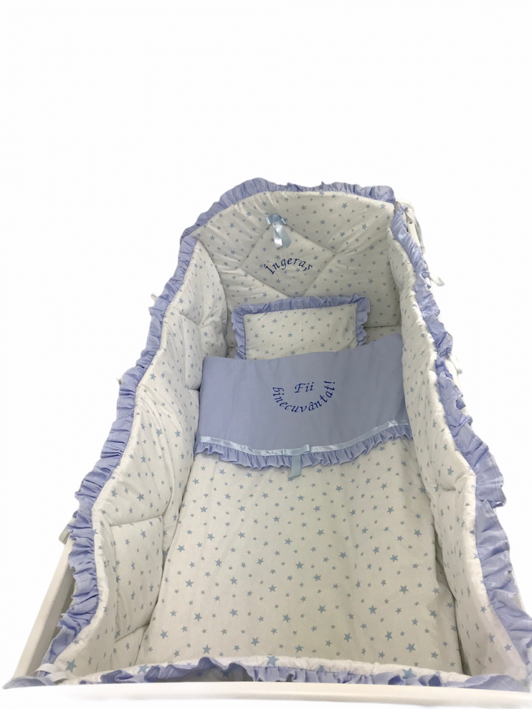 Lenjerie de pat bebelusi brodata Fii binecuvantat ingeras 120x60 cm stelute albastre