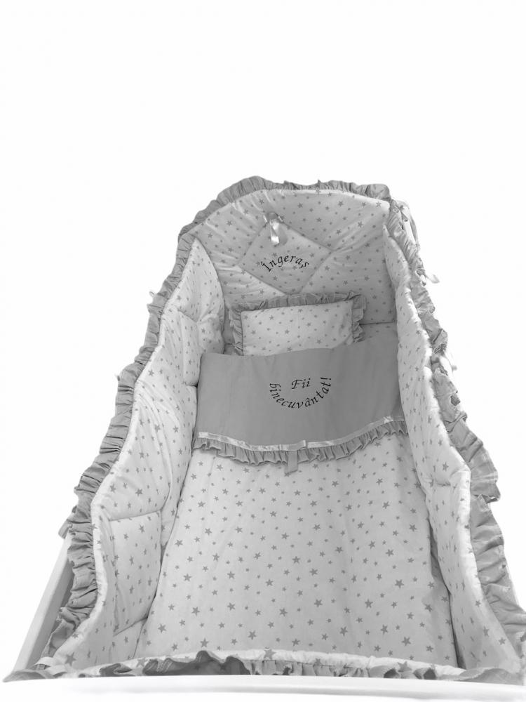 Lenjerie de pat bebelusi brodata Fii binecuvantat ingeras 120x60 cm stelute gri