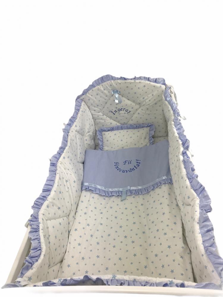 Lenjerie de pat bebelusi brodata Fii binecuvantat ingeras 140x70 cm stelute albastre