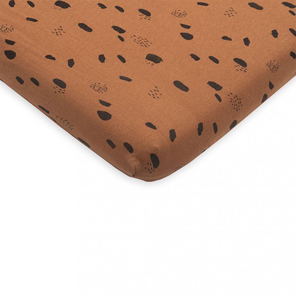 Cearsaf cu elastic 75x95cm pentru salteluta de joaca Spot caramel